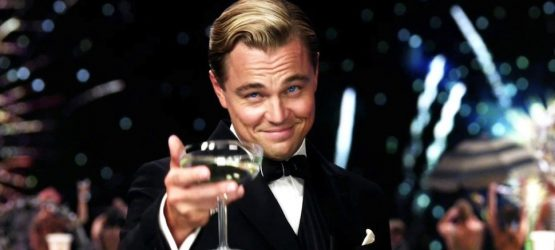 leonardo dicaprio raising a glass in great gatsby movie